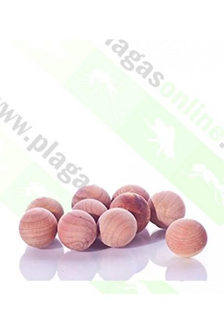 bolas de cedro